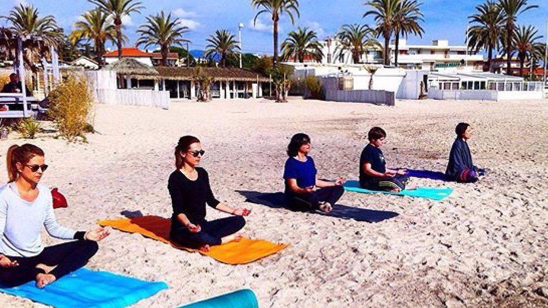 vcours de yoga plage 06 beach yoga